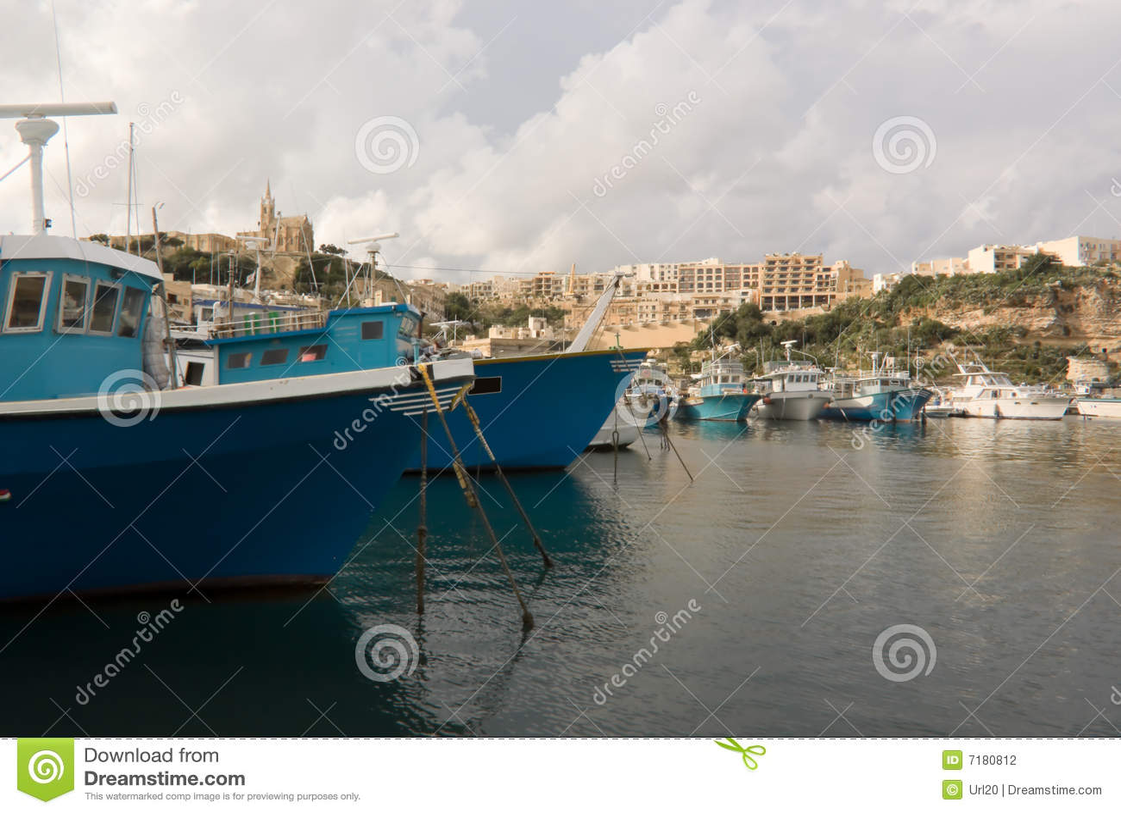 βάρκες που αλιεύουν το gozo