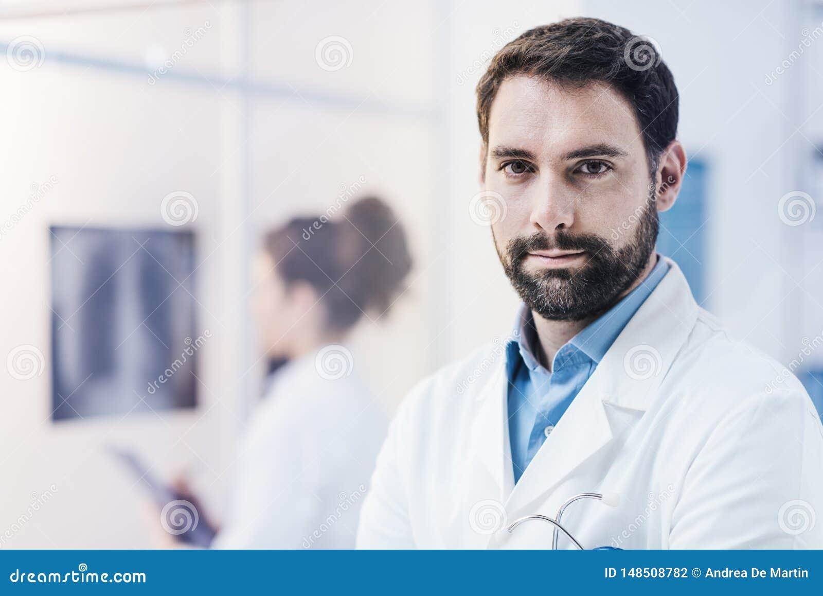 Βέβαια τοποθέτηση γιατρών στο γραφείο