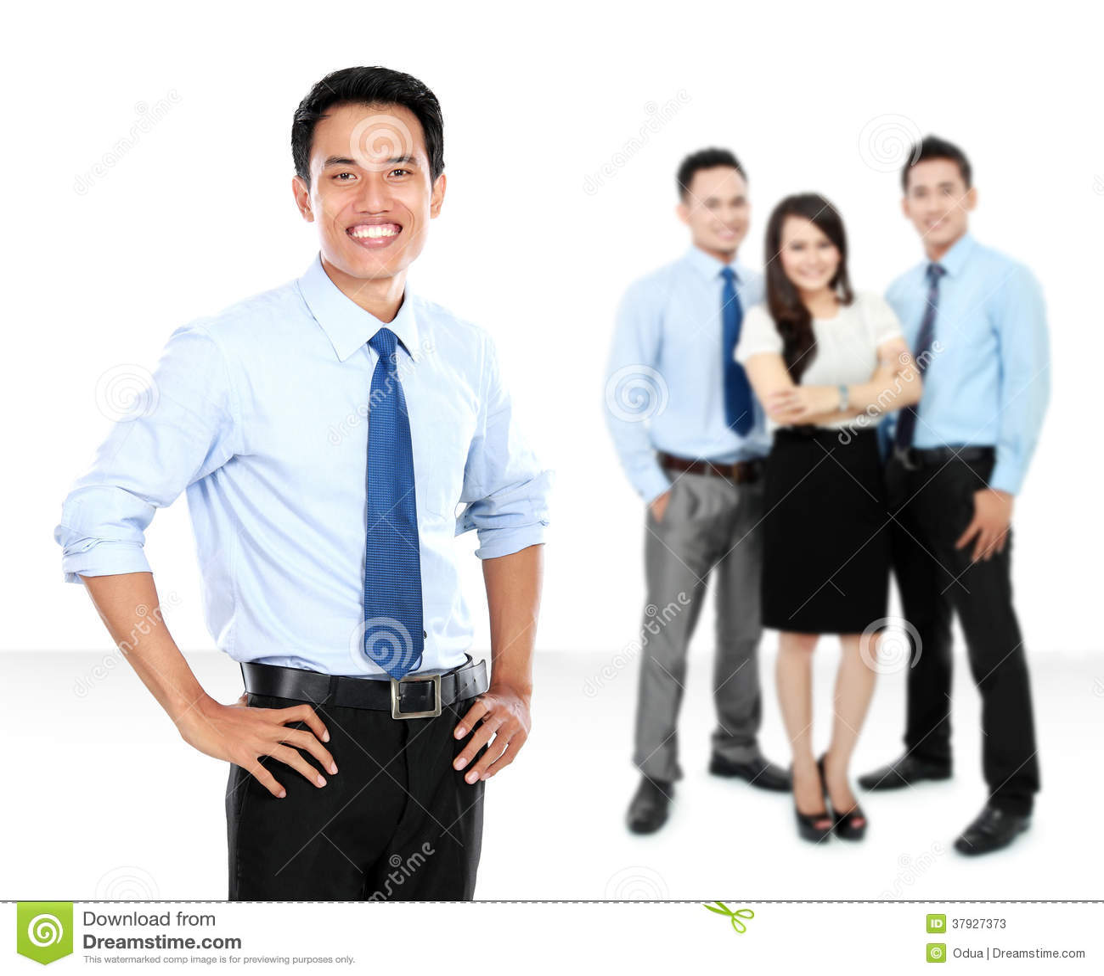 Βέβαιοι νέοι επιχειρηματίας και επιχειρησιακή ομάδα ως υπόβαθρο