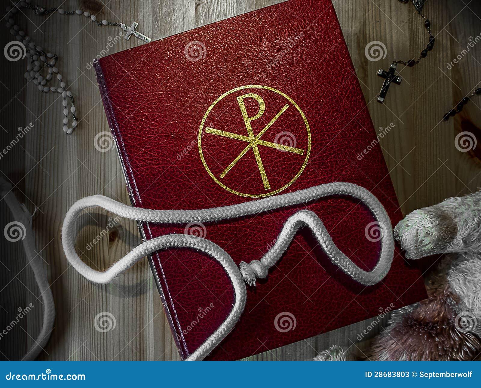 Βίβλος με rosary και Teddy