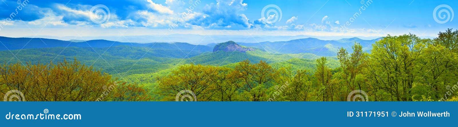 180 βαθμός πανοραμικός των μεγάλων καπνώών βουνών