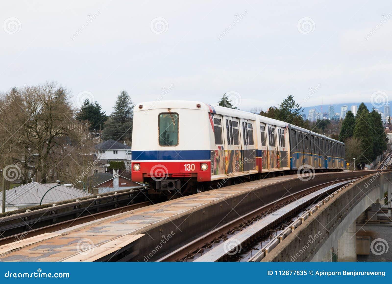 Βανκούβερ, ΚΑΝΑΔΑΣ - το Δεκέμβριο του 2017: Γραμμή Skytrain EXPO από το downt