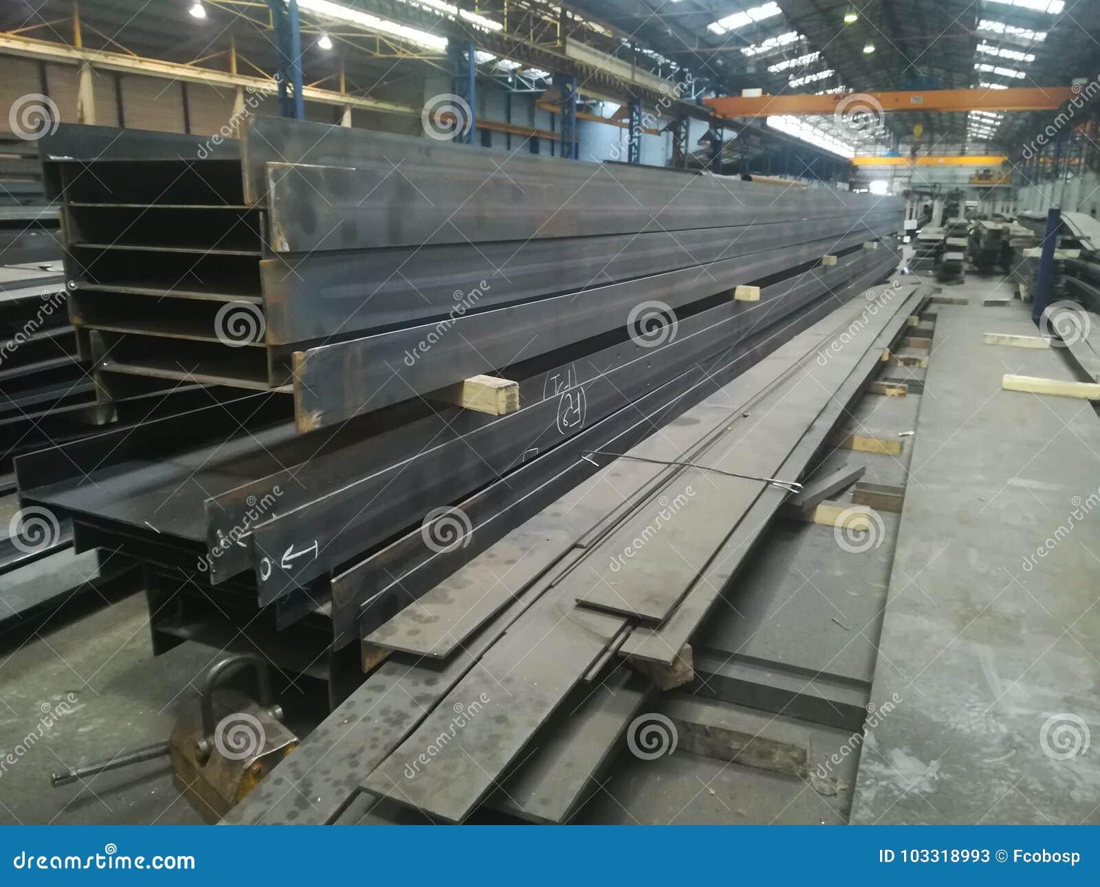 Βαριές και μεγάλες δομές μετάλλων σε ένα σιδηρουργείο