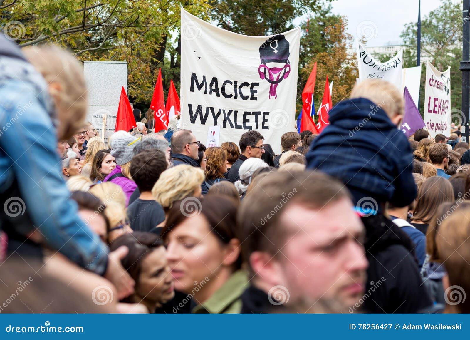 Βαρσοβία, Πολωνία, 2016 10 01 - διαμαρτυρηθείτε ενάντια στο νόμο φ αντι-άμβλωσης