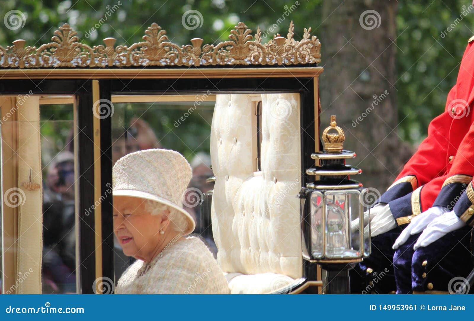 Βασίλισσα Elizabeth, Λονδίνο UK, στις 8 Ιουνίου 2019 - βασίλισσα Elizabeth Trooping η φωτογραφία Τύπου αποθεμάτων του Buckingham
