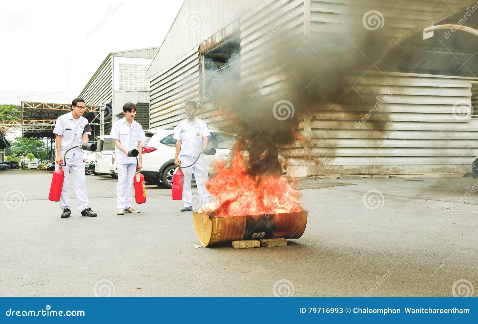 Βασική κατάρτιση τρυπανιών πυρκαγιάς προσβολής του πυρός και εκκένωσης σε Octobe
