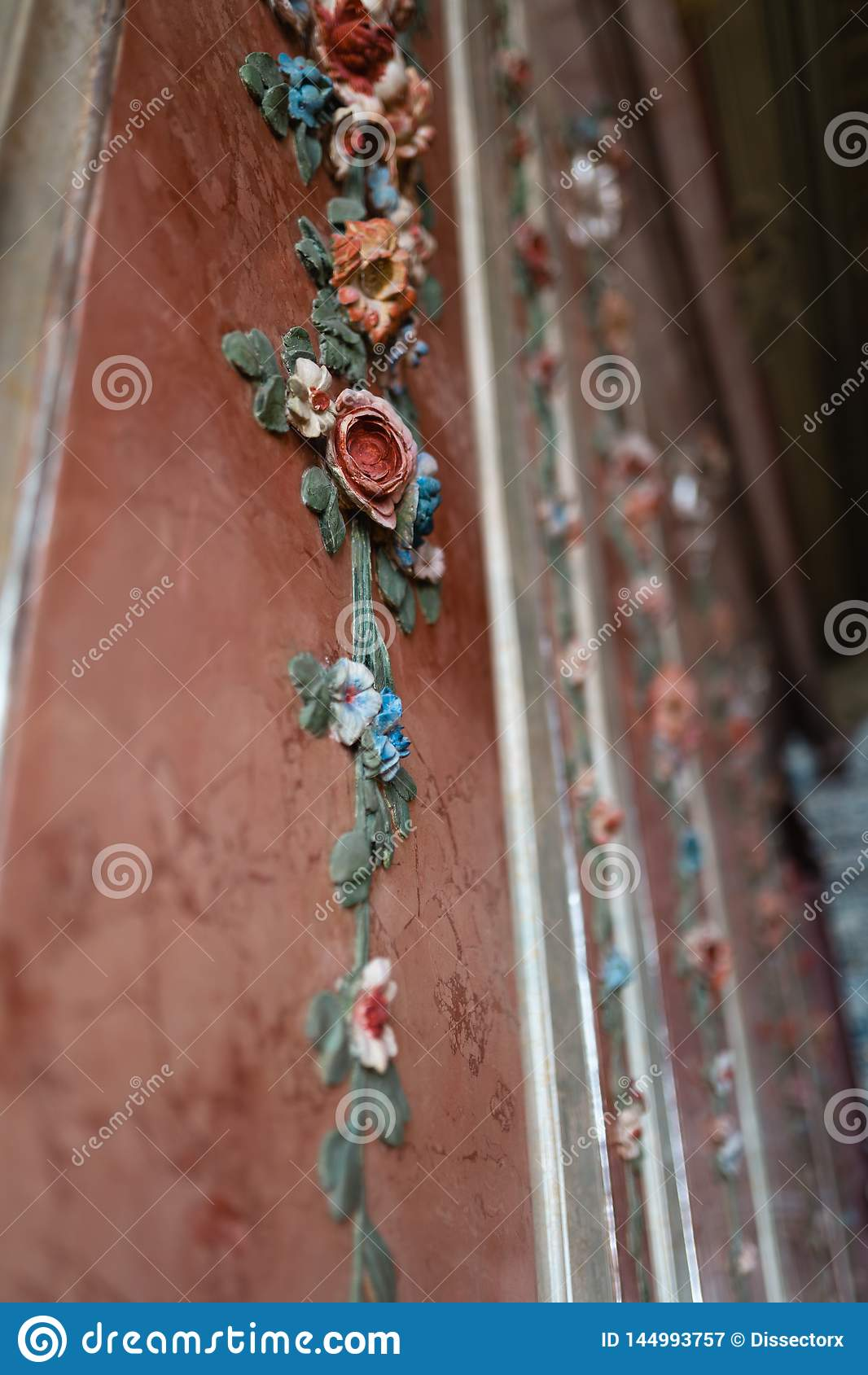 Βασιλική διακόσμηση λουλουδιών τοίχων παλατιών - ζωηρόχρωμη φύση νωπο