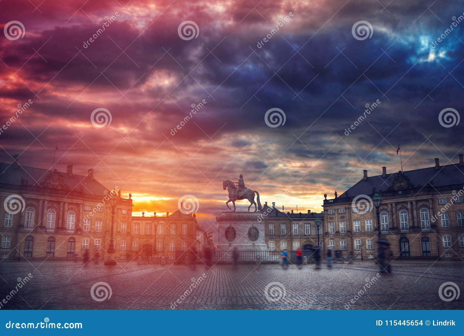 Βασιλικό παλάτι Amalienborg στην Κοπεγχάγη