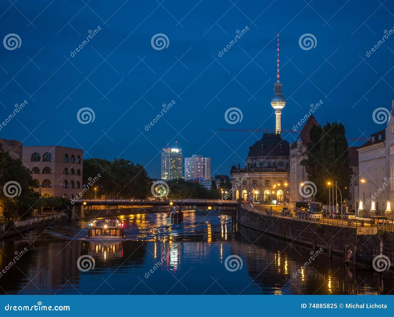 Βερολίνο τή νύχτα
