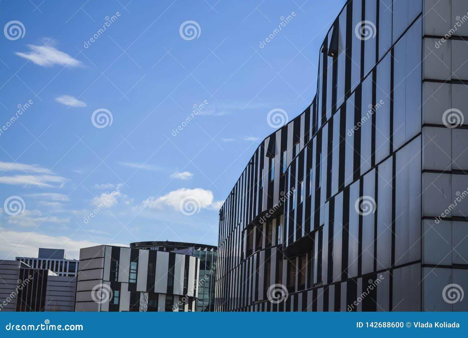 Βιβλιοθήκη του οικονομικού πανεπιστημίου Αυστρία Βιέννη 1 03 2019 Σύγχρονα κτήρια των ασυνήθιστων μορφών από το γυαλί και το μέτα