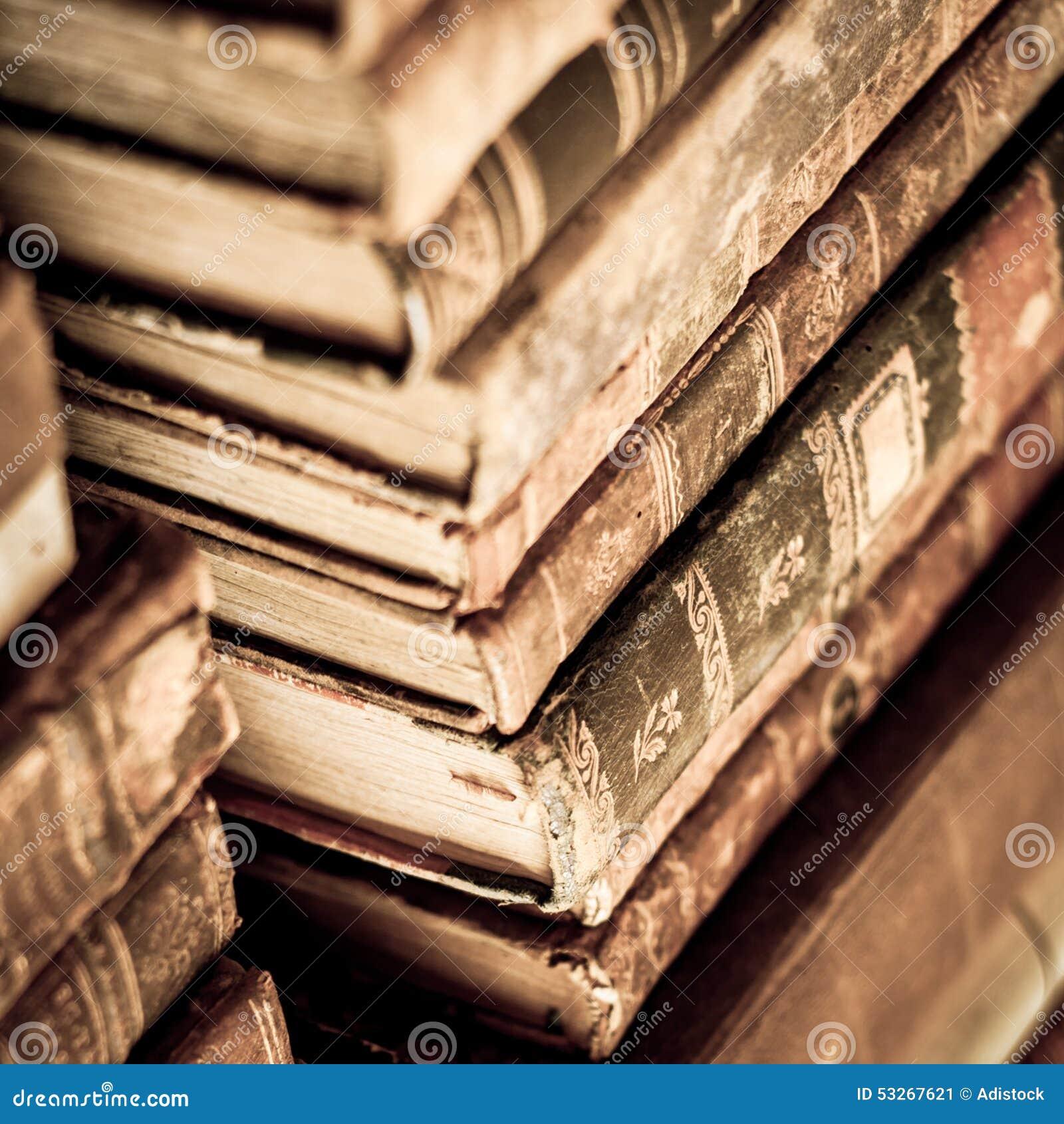 βιβλία που συσσωρεύονται
