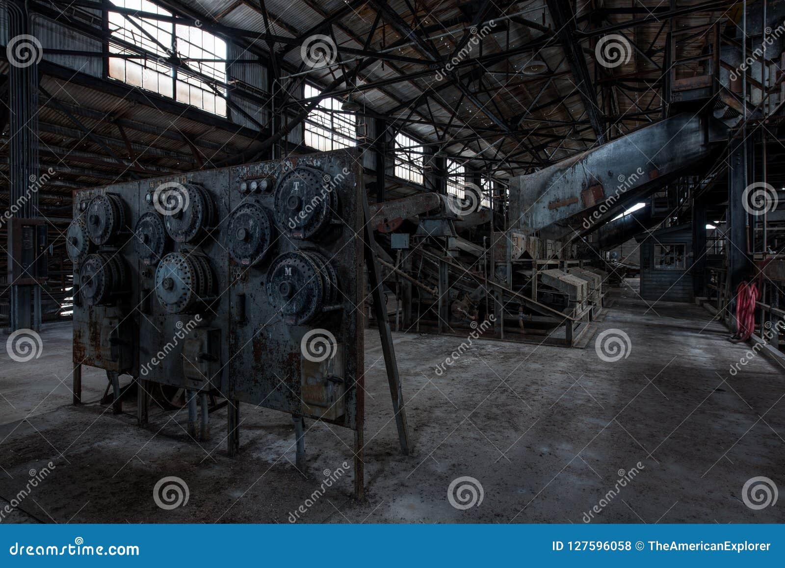 Βιομηχανικός εξοπλισμός - επιχείρηση αριθ. κρατικού σιδήρου κόλπων 7 ορυχείο - βουνά Adirondack, Νέα Υόρκη
