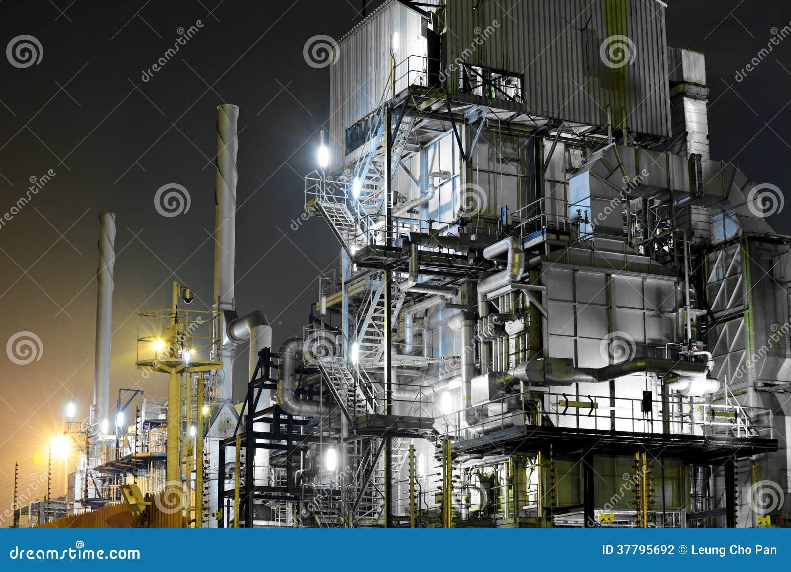 Βιομηχανικός σύνθετος τη νύχτα