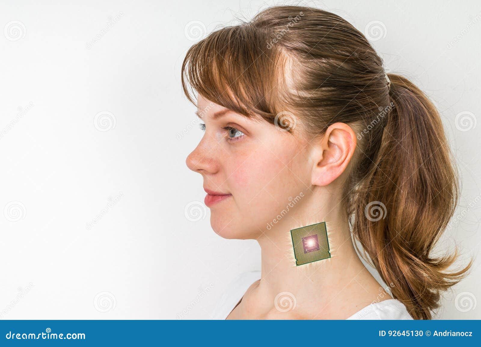 Βιονικό μόσχευμα επεξεργαστών τσιπ στο θηλυκό ανθρώπινο σώμα