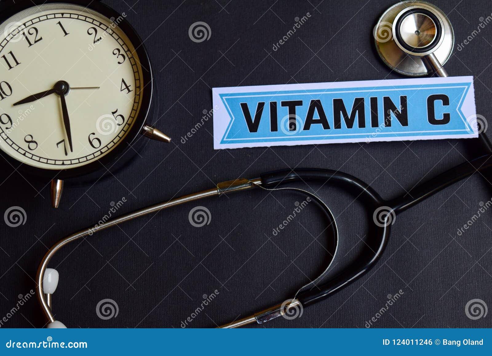 Βιταμίνη C σε χαρτί με την έμπνευση έννοιας υγειονομικής περίθαλψης ξυπνητήρι, μαύρο στηθοσκόπιο