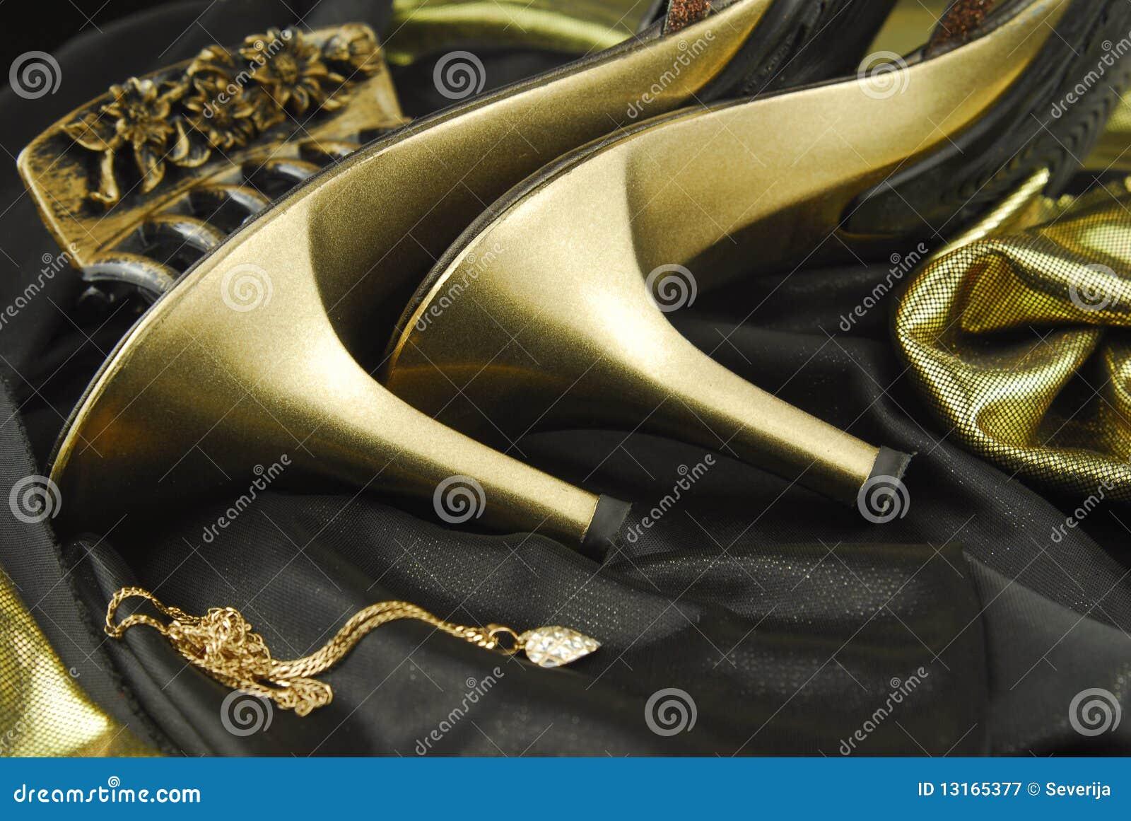 9454213f7ea βοηθητικά παπούτσια womans στοκ εικόνα. εικόνα από γοητεία - 13165377