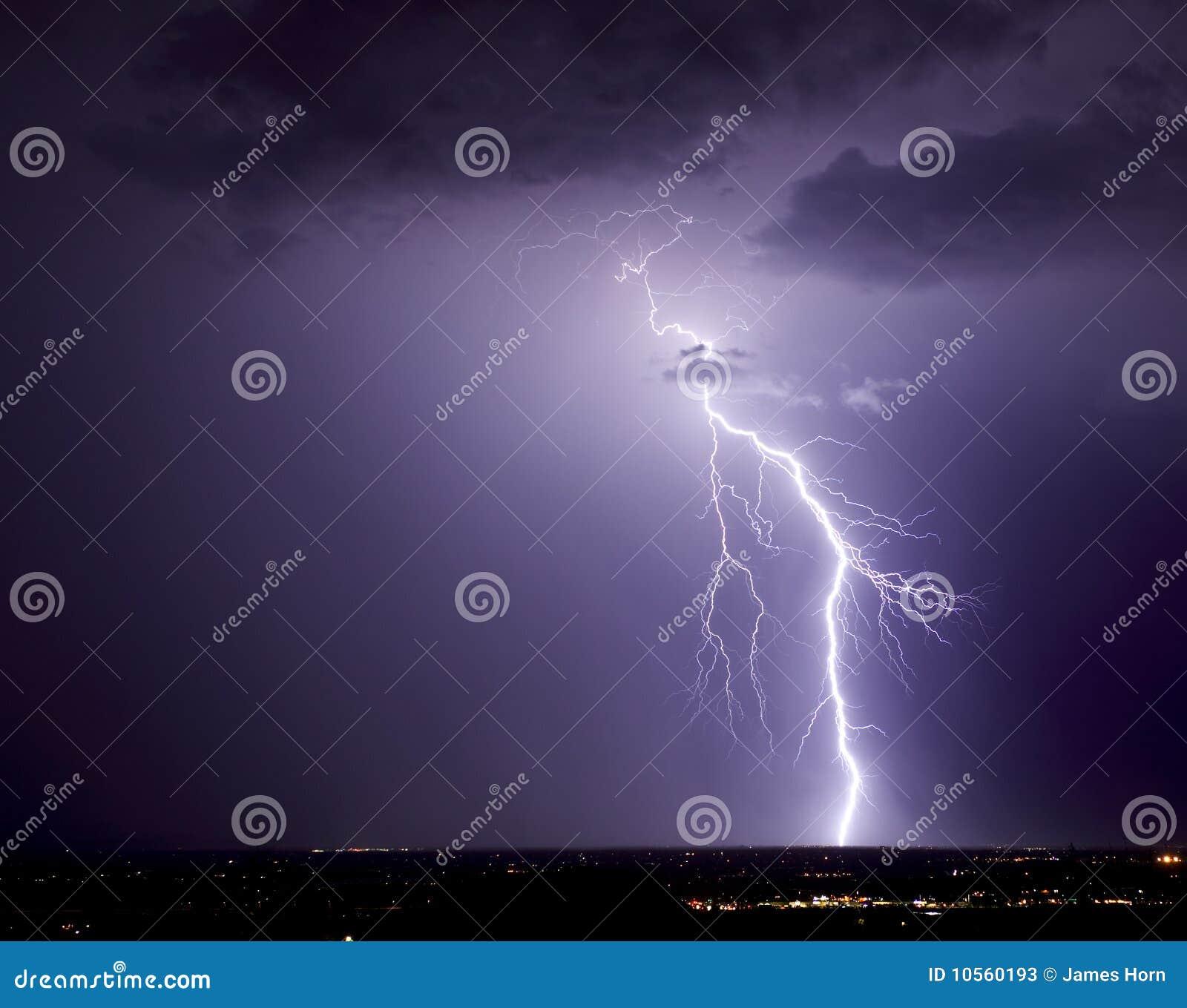 βορειοδυτικό Tucson αστραπής