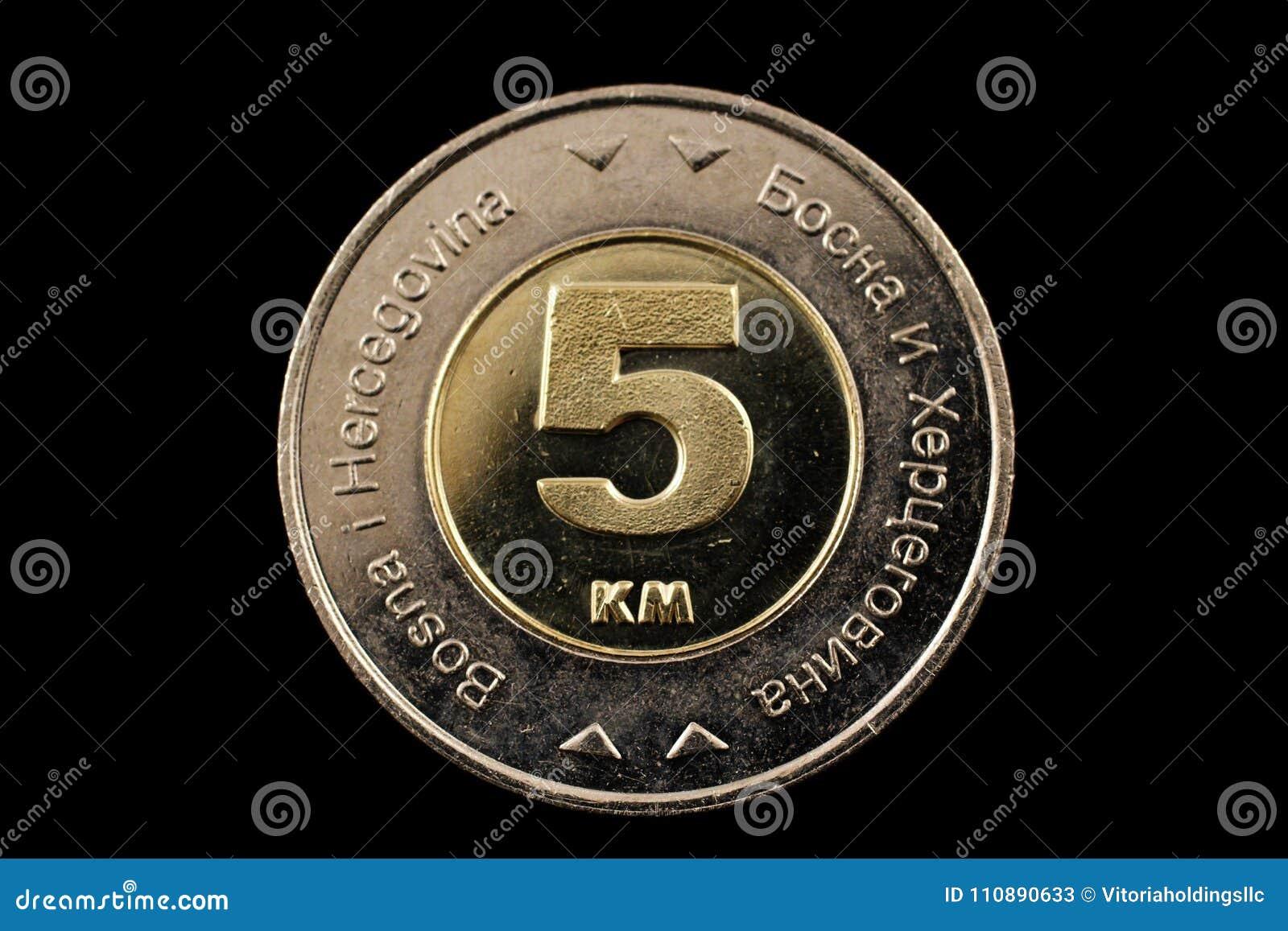 Βοσνιακό νόμισμα 5 χλμ που απομονώνεται σε ένα μαύρο υπόβαθρο