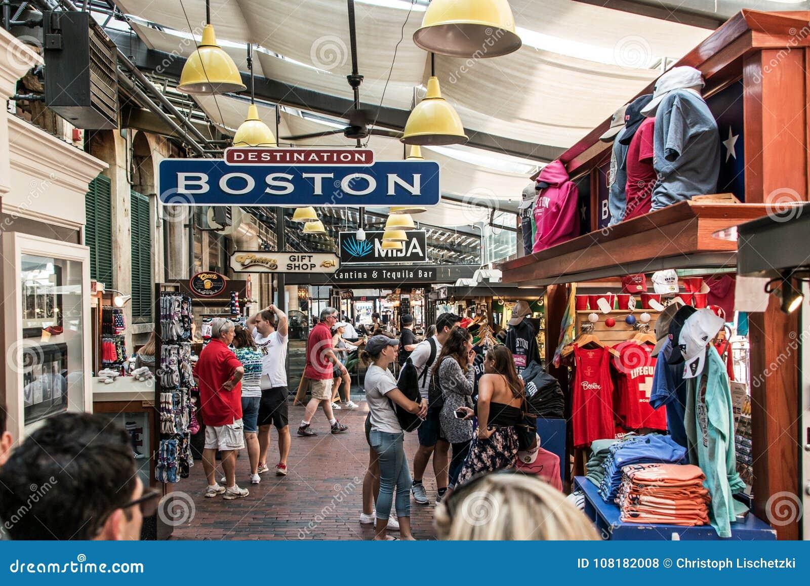 ΒΟΣΤΩΝΗ ΗΝΩΜΕΝΕΣ ΠΟΛΙΤΕΊΕΣ 05 09 2017 - άνθρωποι στην υπαίθρια πόλη κυβερνητικού κέντρου αγοράς του Quincy αιθουσών Faneuil ψωνίζ