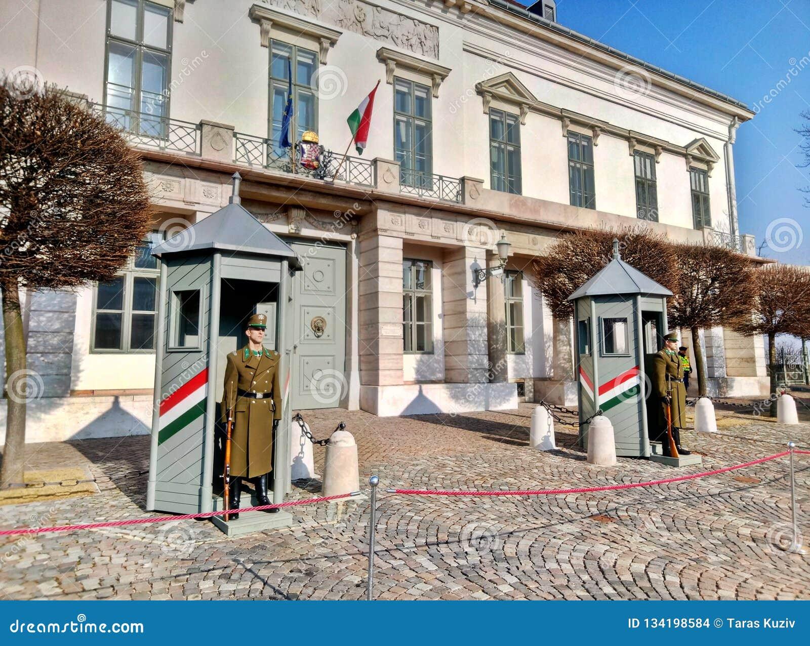 Βουδαπέστη/Ουγγαρία - 12 Φεβρουαρίου 2017: Οπλισμένη προεδρική φρουρά της Βουδαπέστης