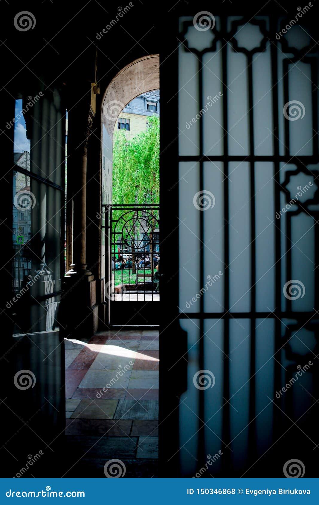 ΒΟΥΔΑΠΕΣΤΗ, ΟΥΓΓΑΡΙΑ 30 Μαρτίου 2017, λεπτομέρειες αρχιτεκτονικής της συναγωγής της Βουδαπέστης, συναγωγή Dohany στη Βουδαπέστη,