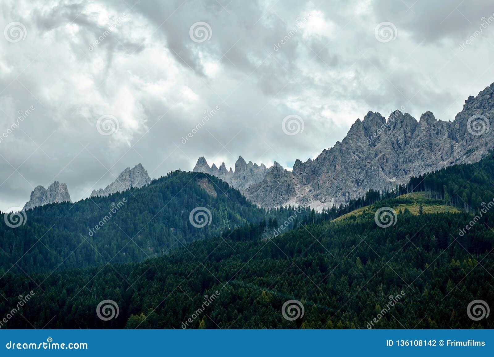 """Βουνά δ """"Ampezzo Cortina στο φως της ημέρας"""