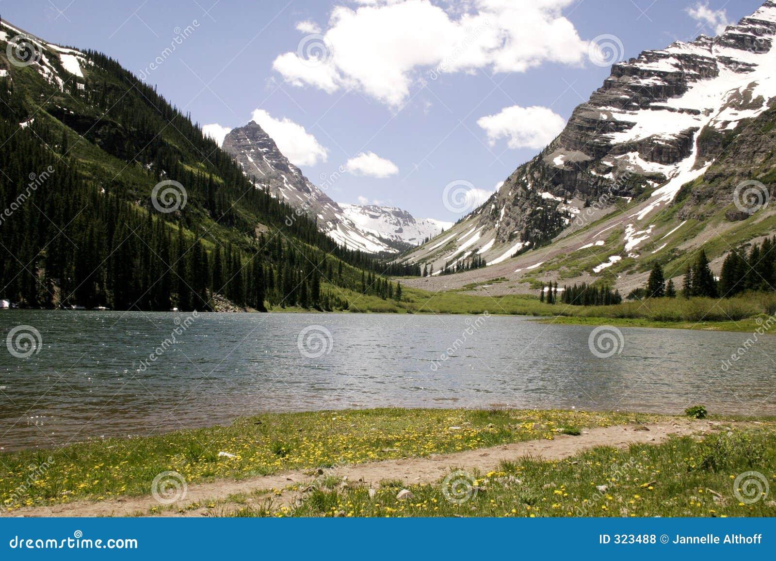 βουνά λιμνών