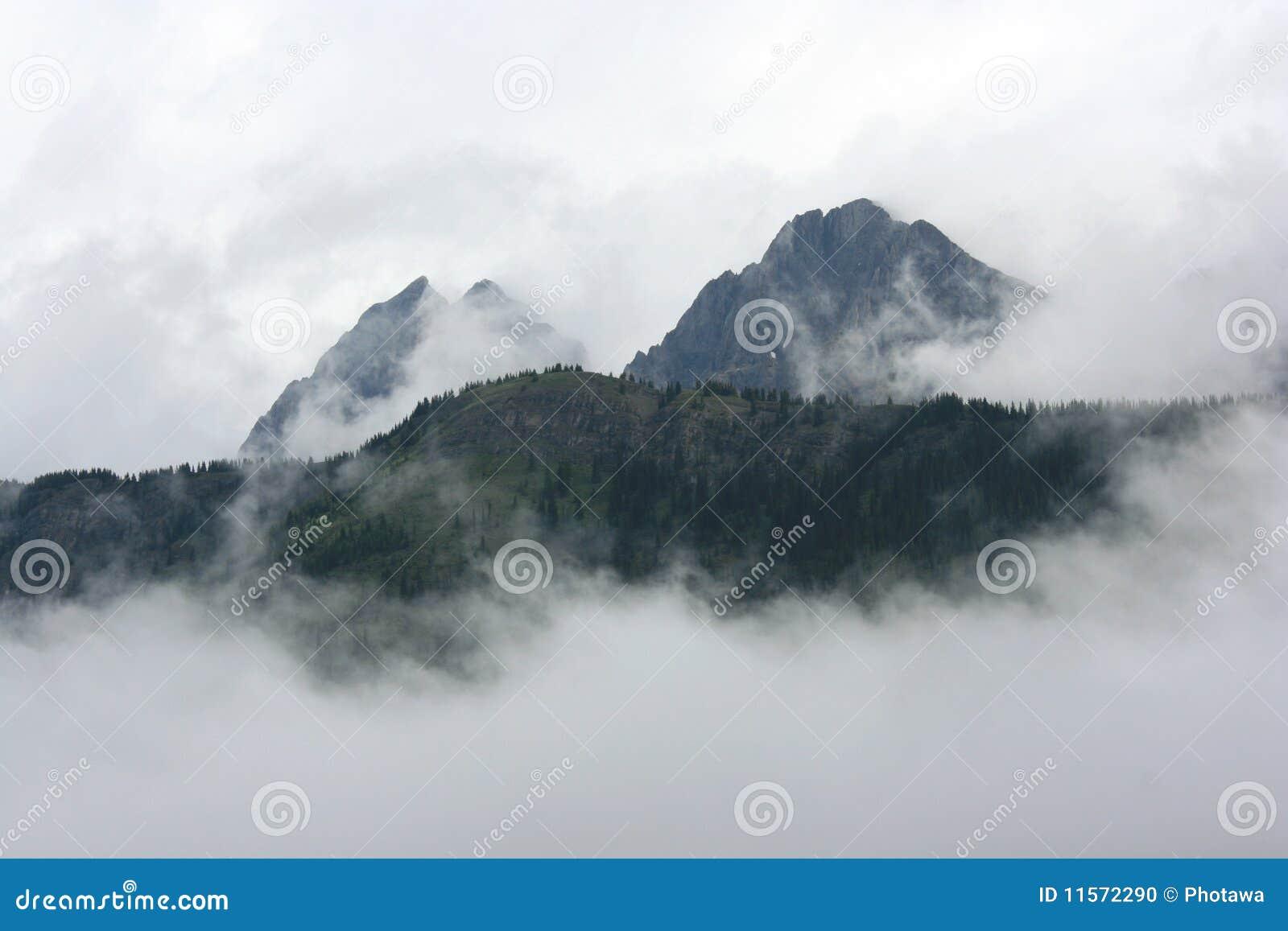 βουνά σύννεφων