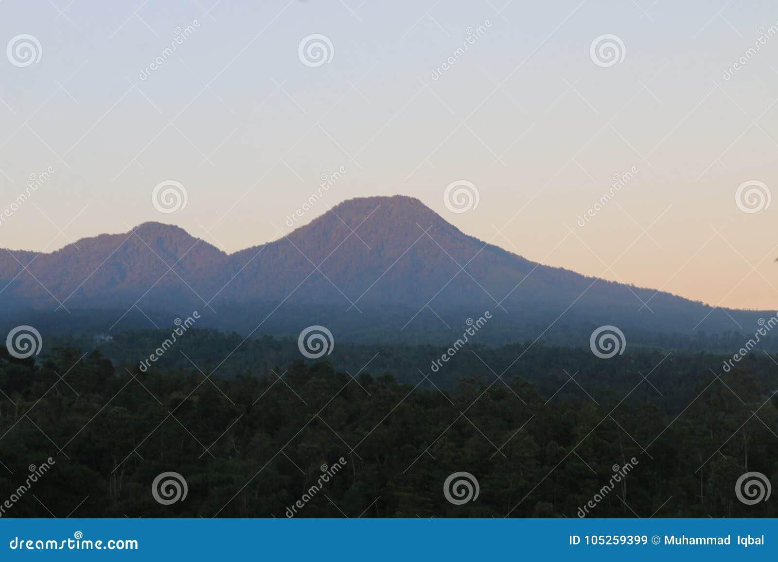 Βουνά Bautiful στην Ινδονησία