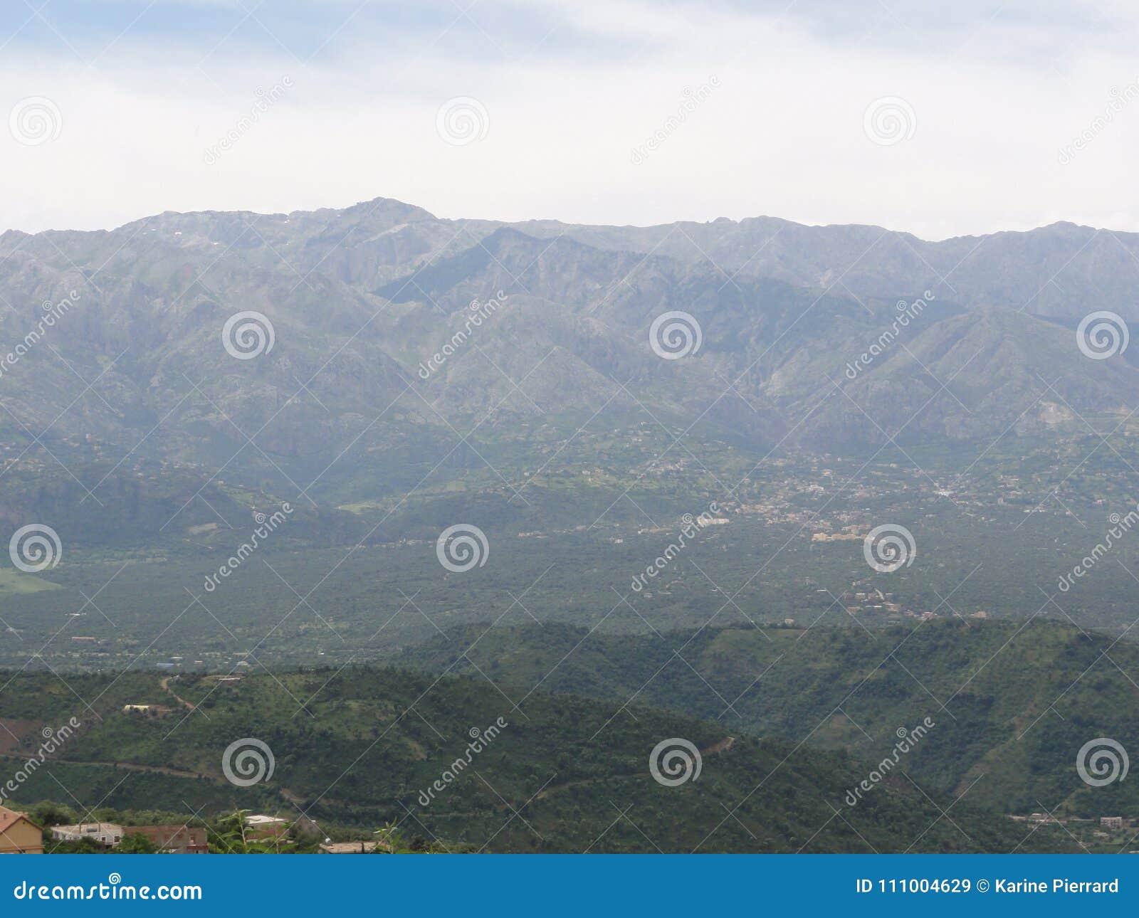 Βουνά Kabyle - ορεινό τοπίο σε Kabylia