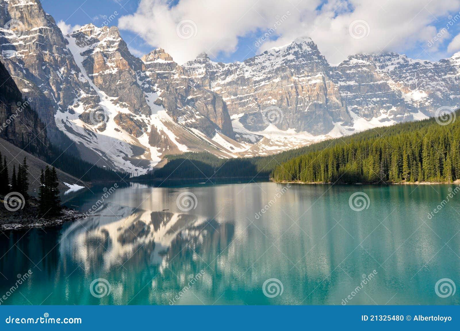 βουνά moraine λιμνών του Καναδά &delta