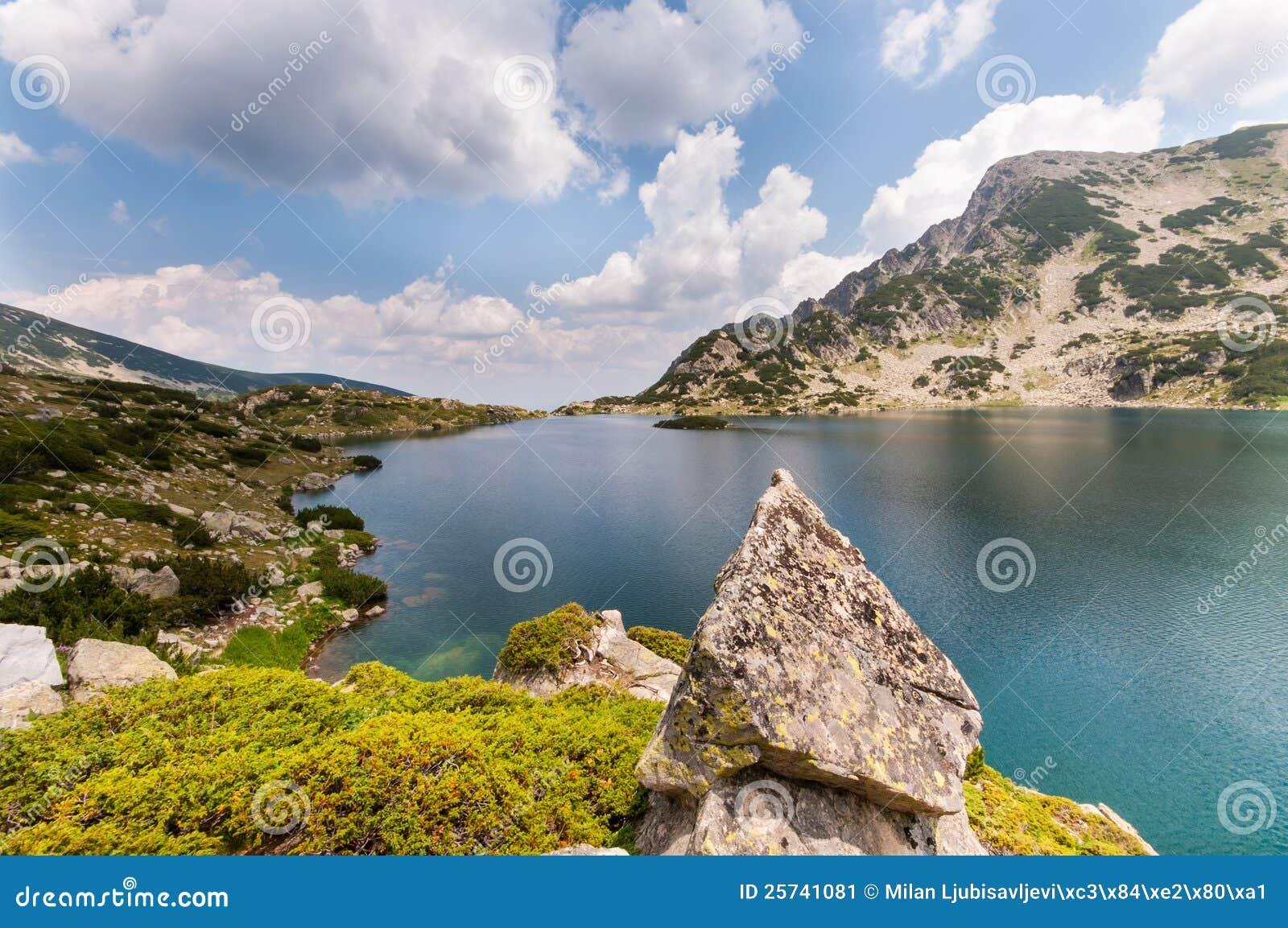 βουνό τοπίων λιμνών