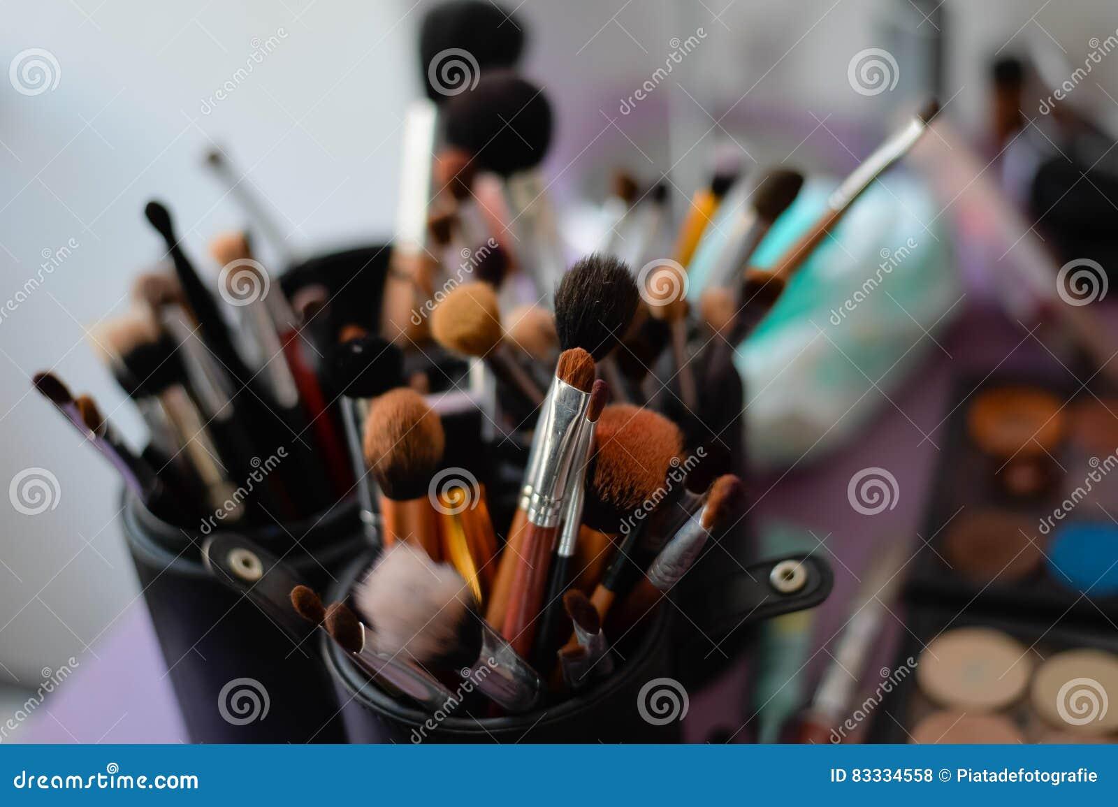 Βούρτσες Makeup που τίθενται στην υποστήριξη