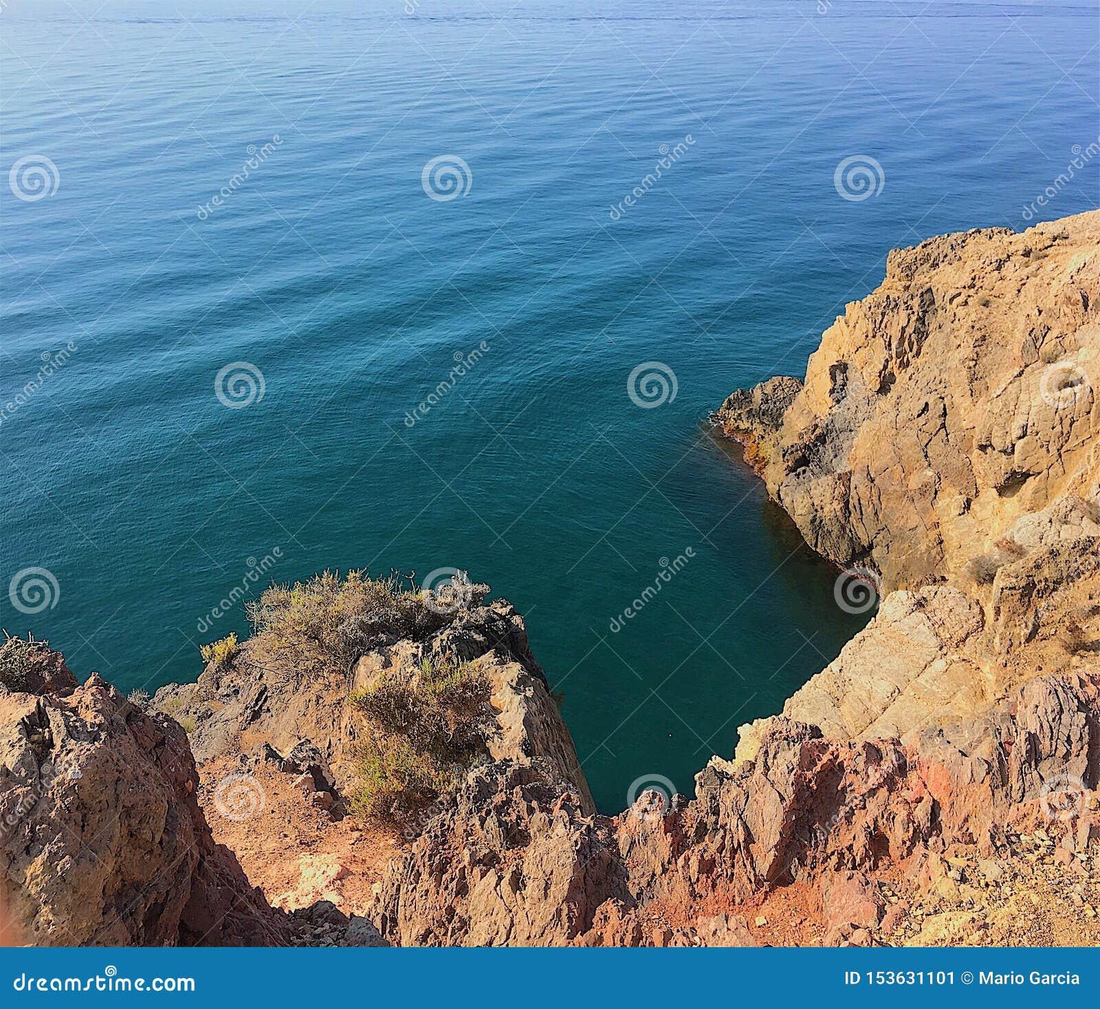 Βράχοι και θάλασσα