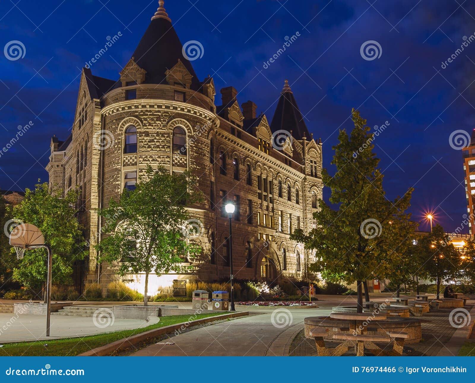 Βράδυ Winnipeg, Καναδάς Η οικοδόμηση του πανεπιστημίου