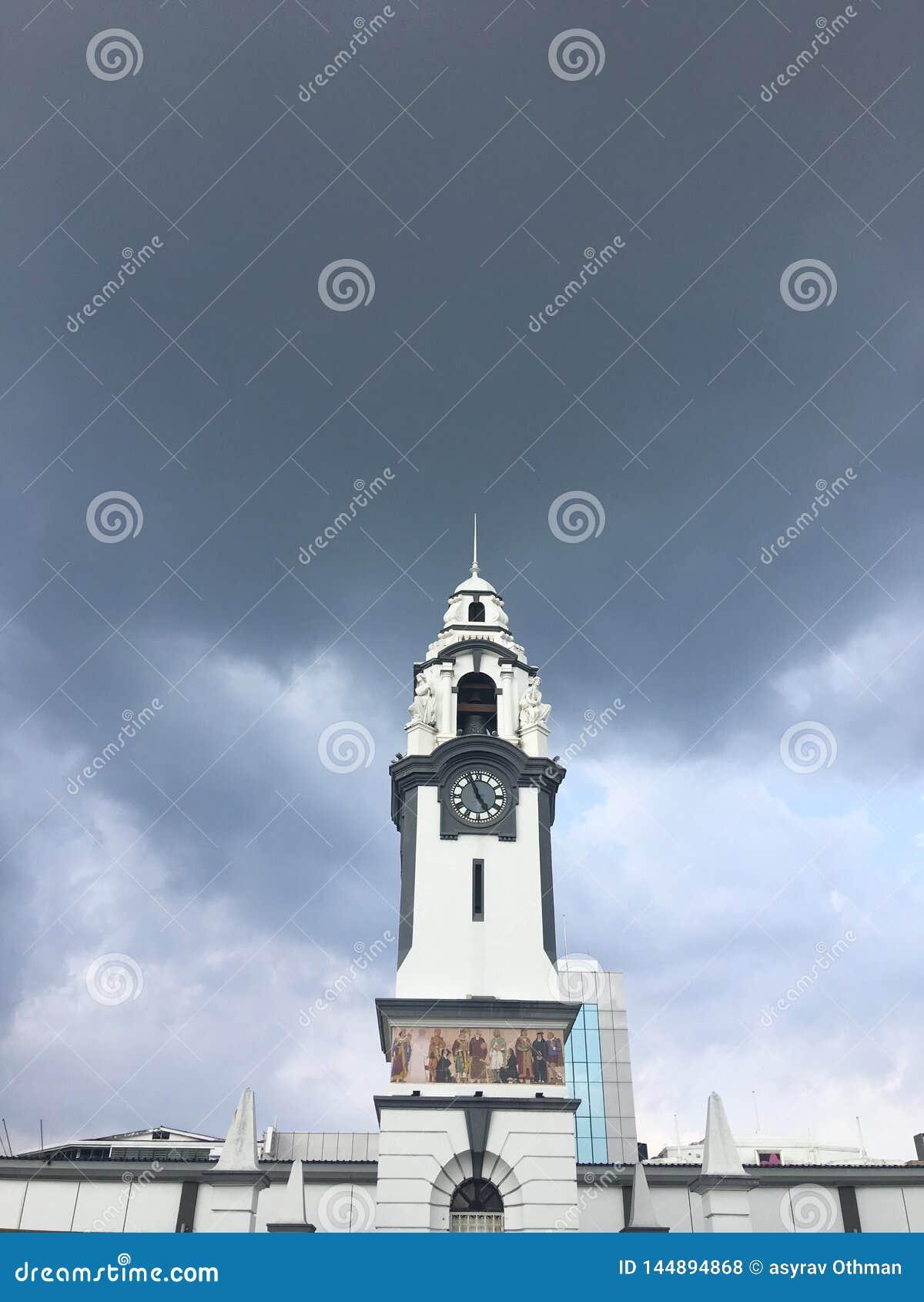 Αναμνηστικός πύργος ρολογιών σημύδων