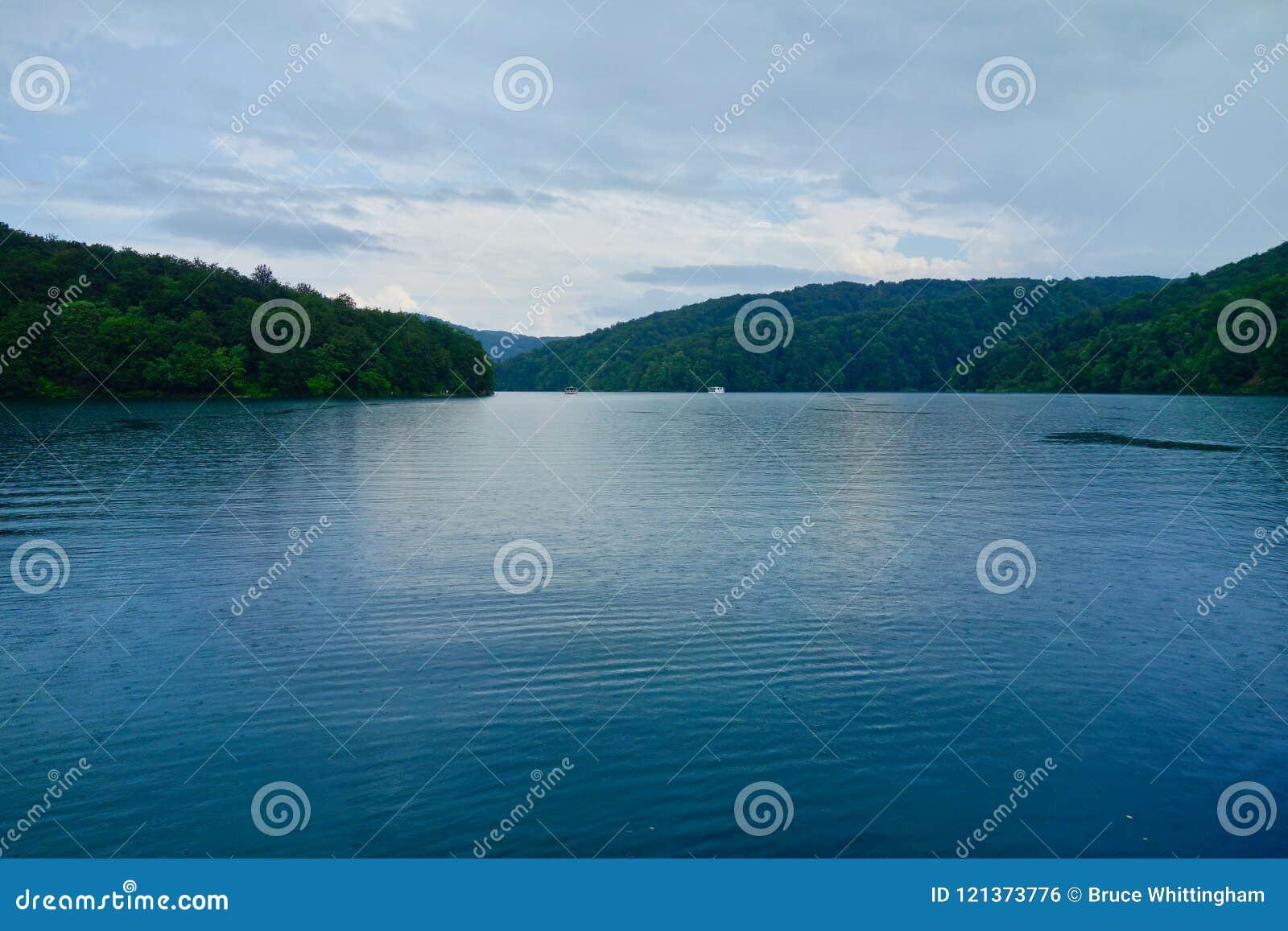 Βροχερή ημέρα, λίμνες Plitvice, Κροατία