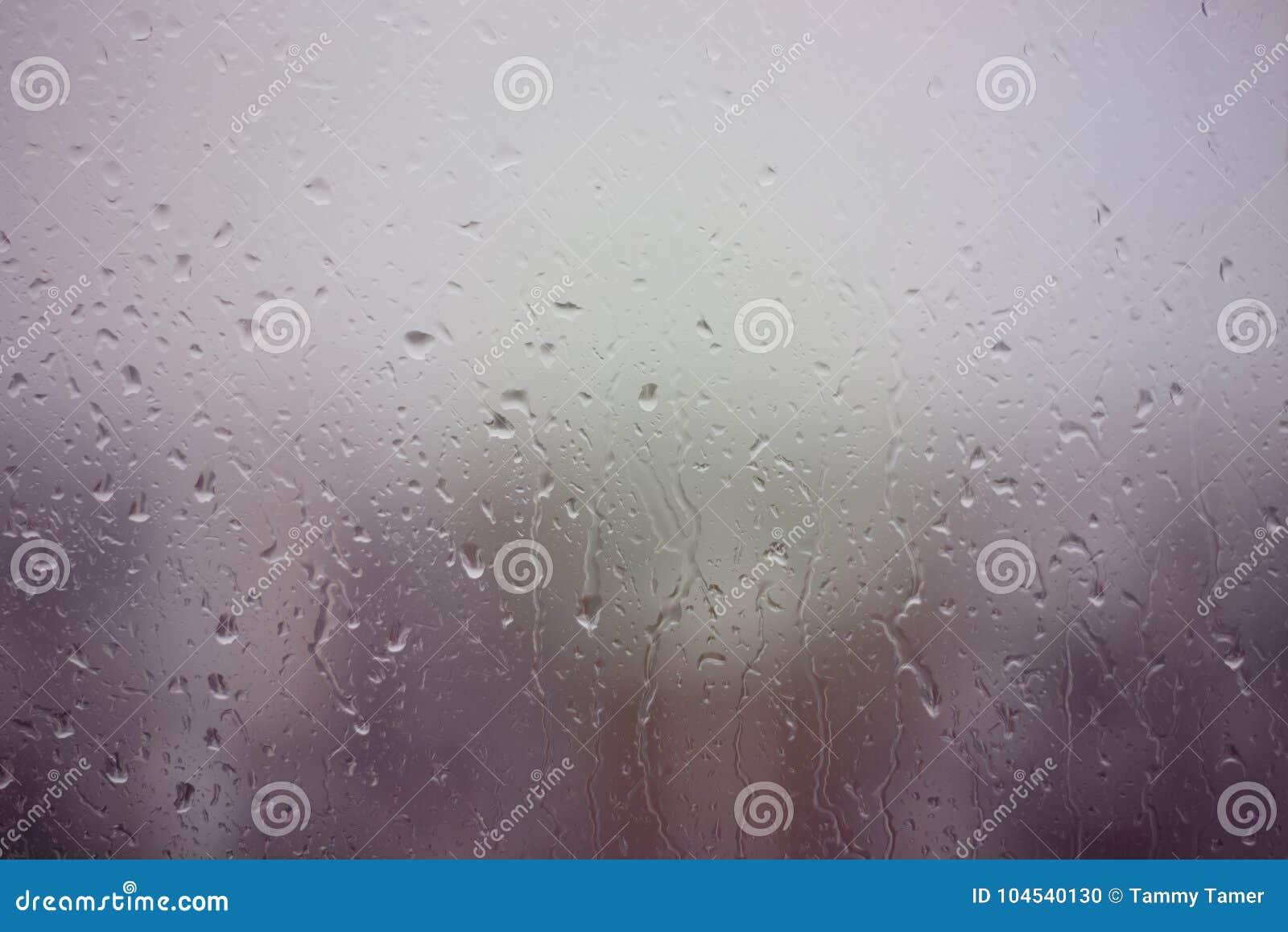 Βροχερή ημέρα στο παράθυρο