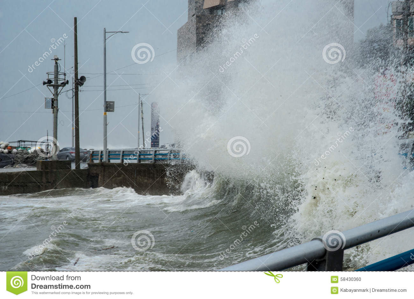 Βρόντοι Busan και Νότια Κορέα Β τυφώνα GONI