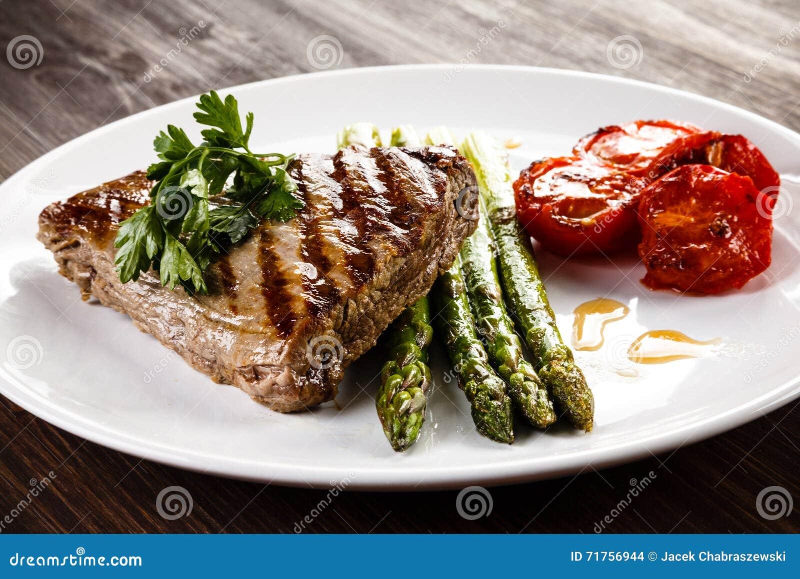 βόειο κρέας που ψήνεται σ&