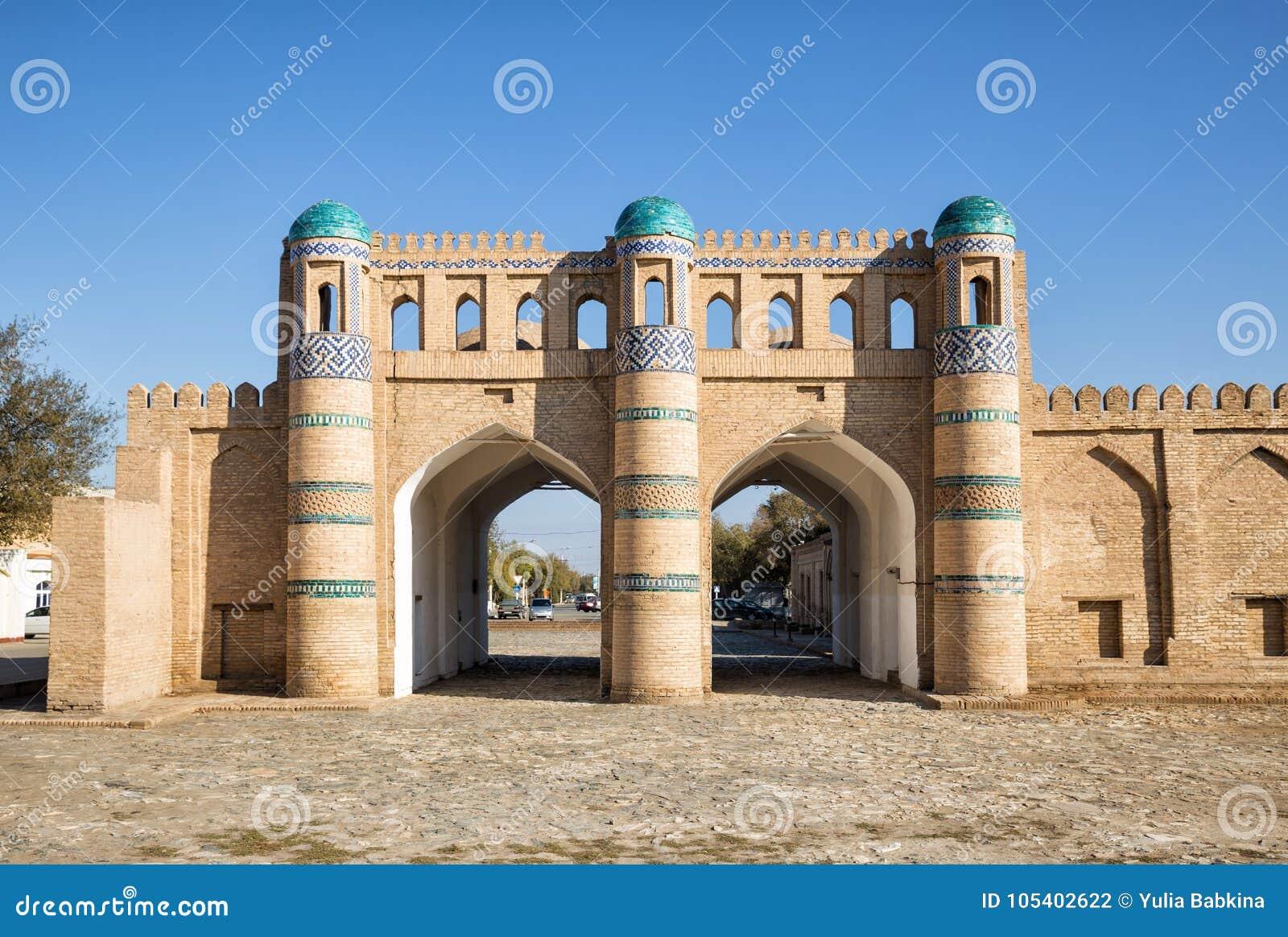 Download Βόρεια πύλη Khiva στοκ εικόνες. εικόνα από ημέρα, διπλάσιο - 105402622