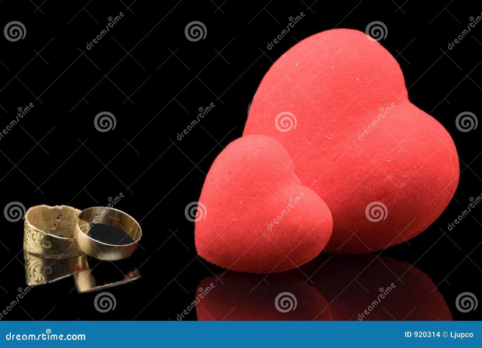 γάμος δαχτυλιδιών καρδιώ&