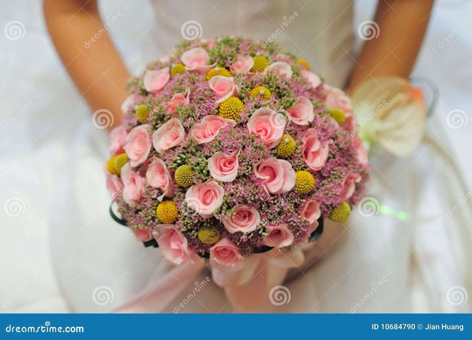 γάμος νυφών ανθοδεσμών