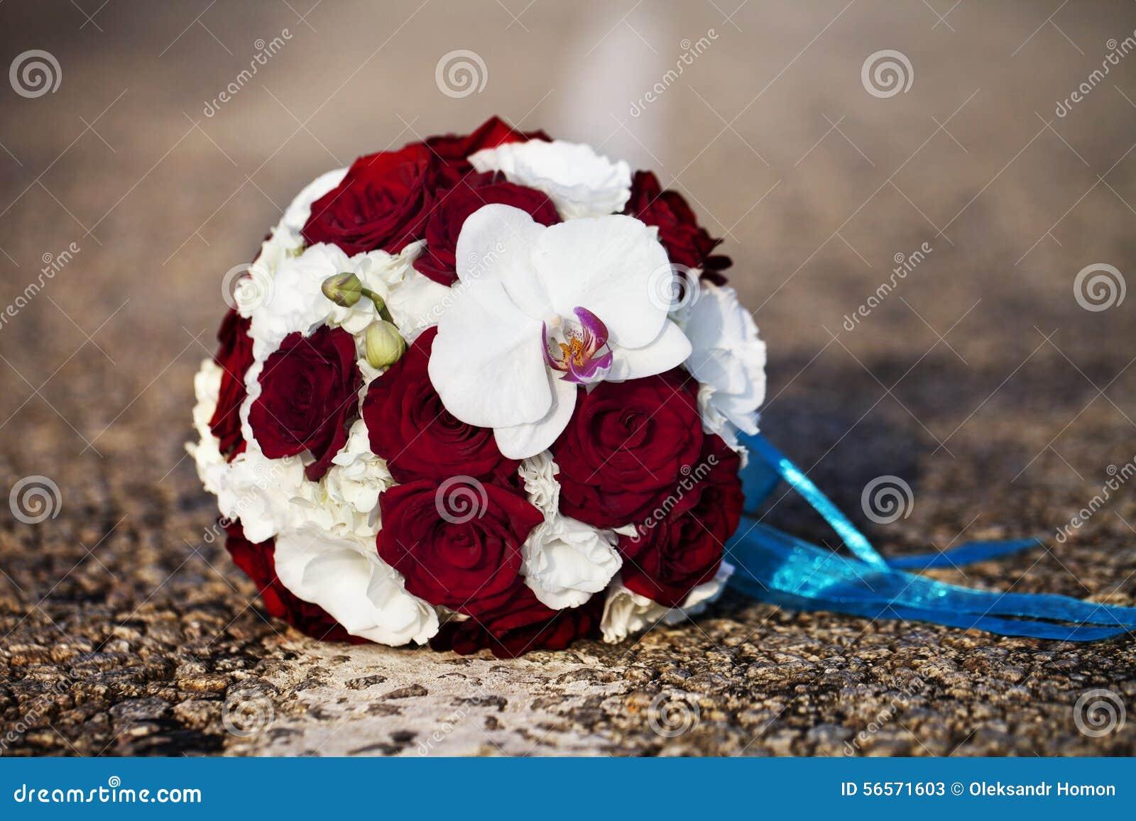 Download γάμος πρώτου πλάνου εστίασης 3 ανθοδεσμών Στοκ Εικόνα - εικόνα από bloodsuckers, πράσινος: 56571603