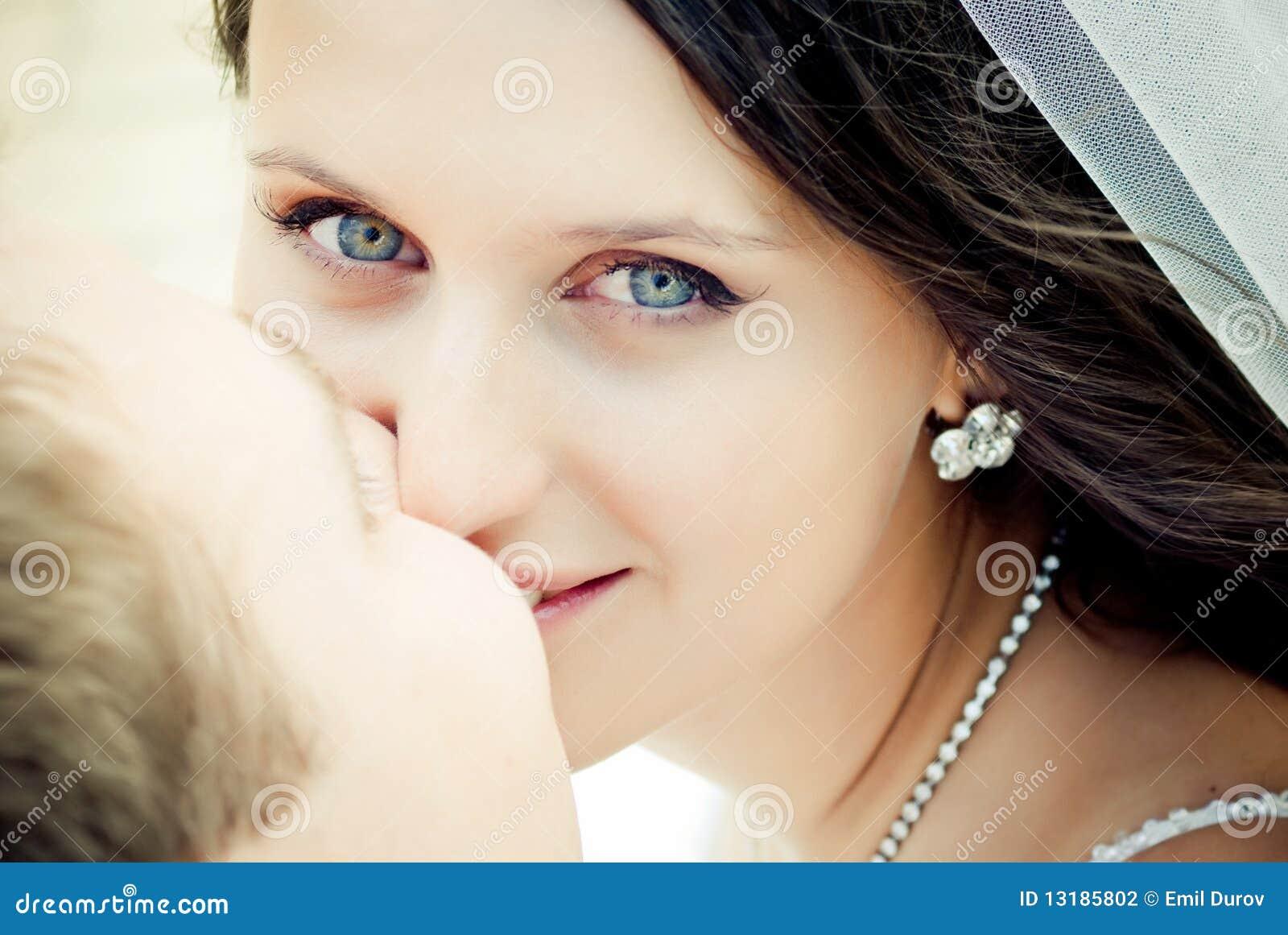 γάμος φιλήματος ζευγών