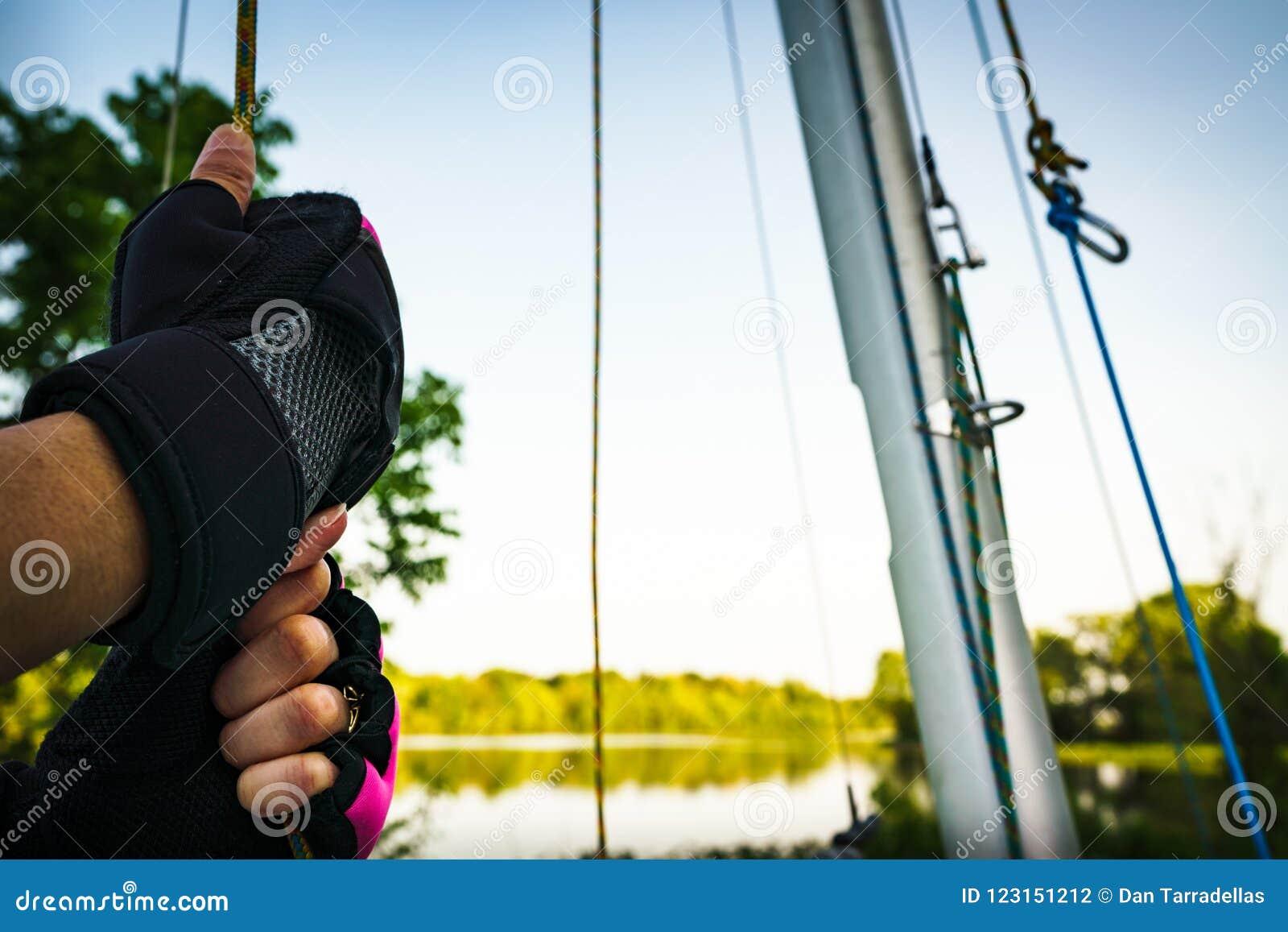 Γάντια να πάρει έτοιμος να πάει στη βάρκα λιμνών