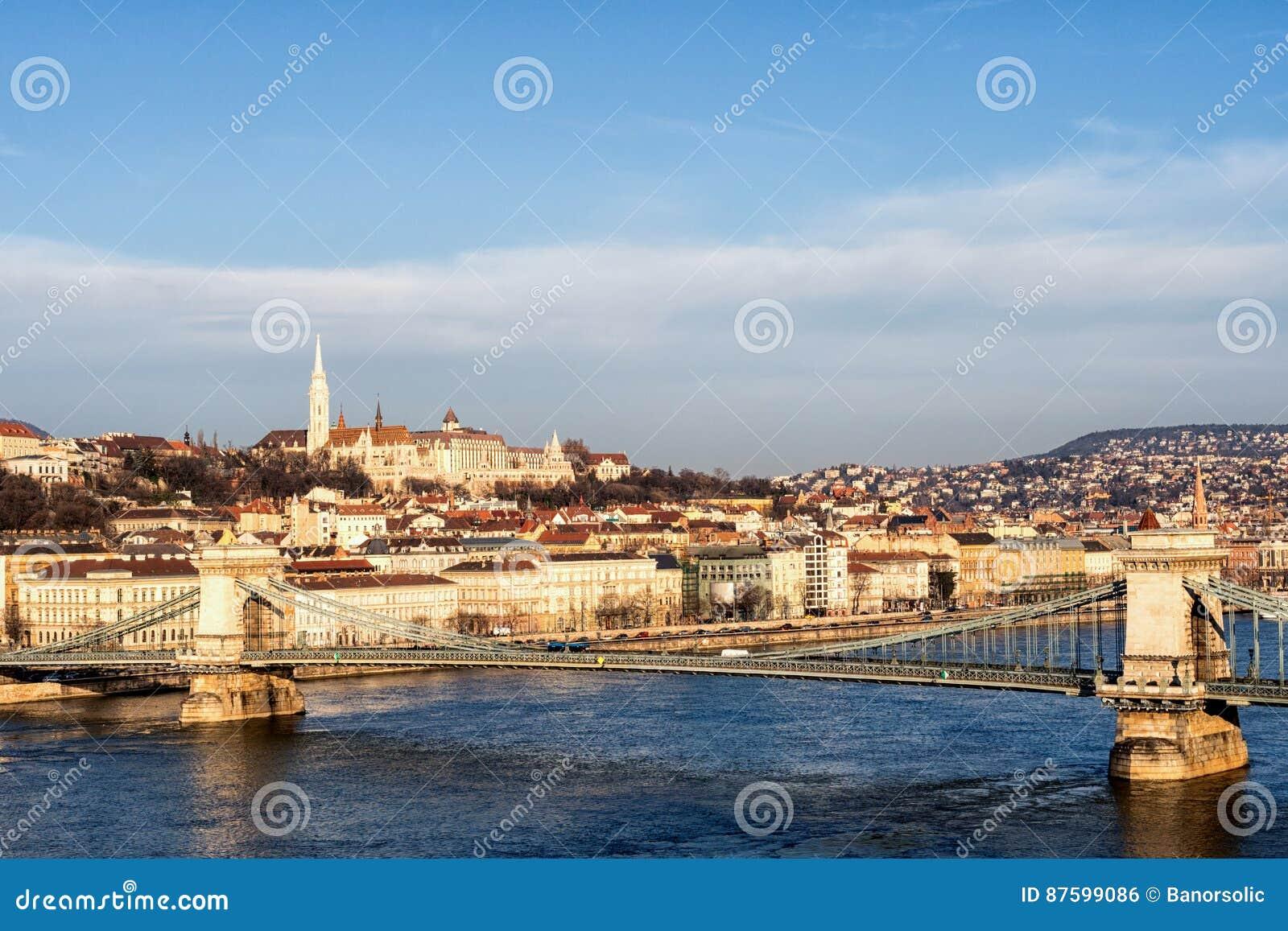 Γέφυρα αλυσίδων στην ανατολή