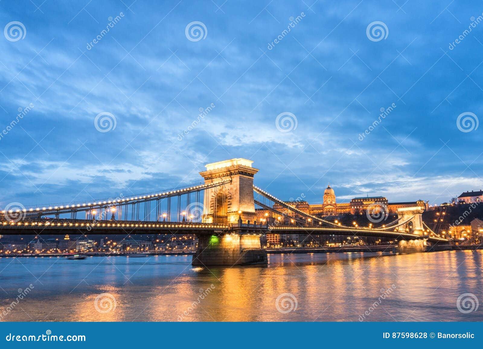 γέφυρα αλυσίδων στο ηλιοβασίλεμα