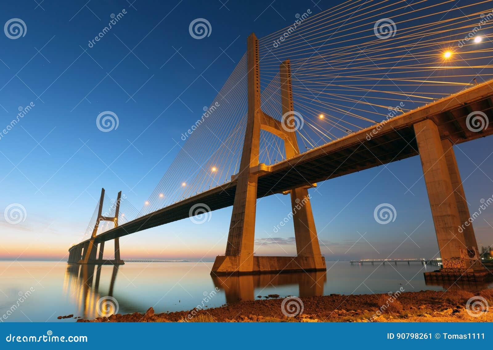 Γέφυρα Λισσαβώνα στην ανατολή, γάμμα της Πορτογαλίας - του Vasco DA