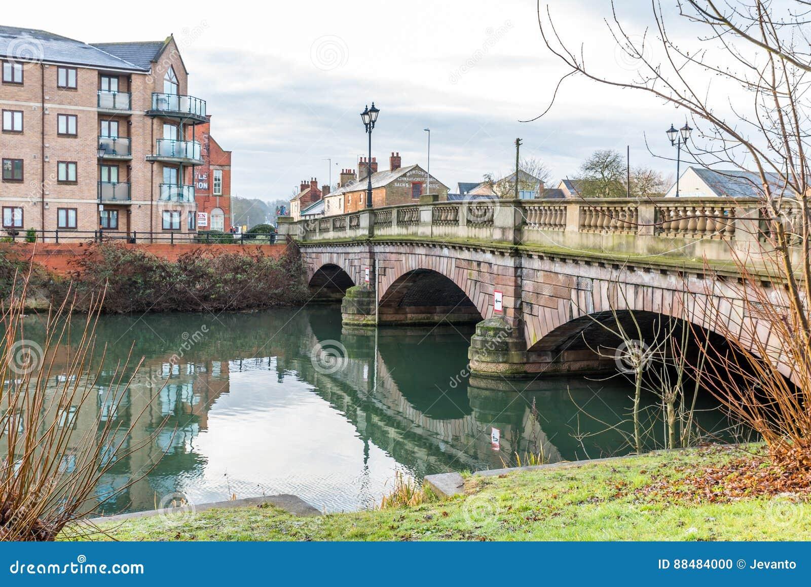 Γέφυρα πέρα από ποταμός Nene στο Νόρθαμπτον, Ηνωμένο Βασίλειο
